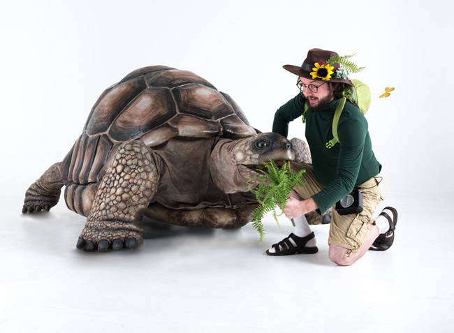 feeding zelva the giant tortoise street theatre by the flying buttresses